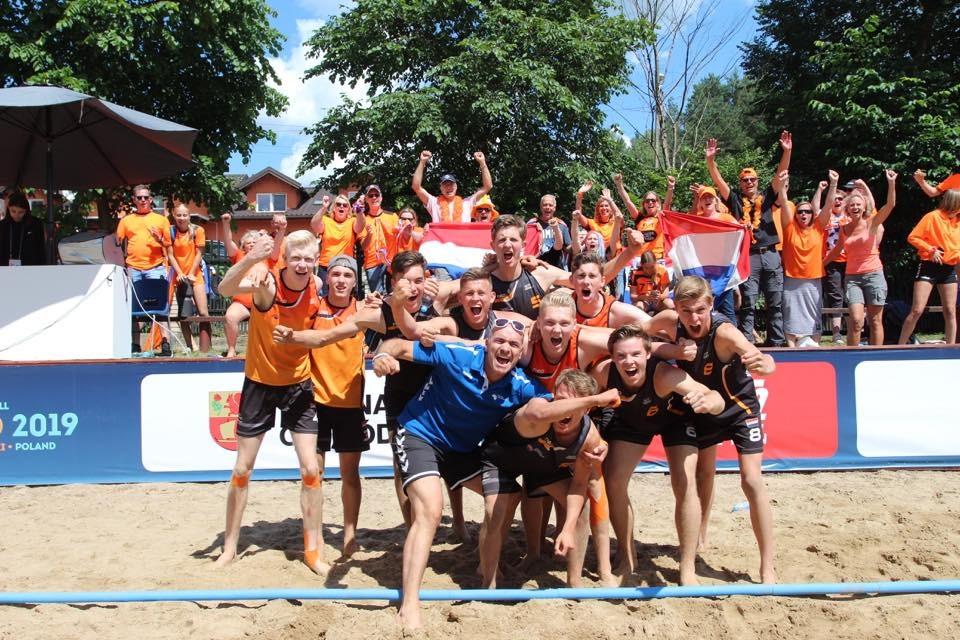 Speckmann, Hazewinkel en Krijger succesvol in Polen met oranje U17 Beach